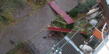 На Прикарпатті негода зірвала дахи з будинку та навчального закладу. ФОТО