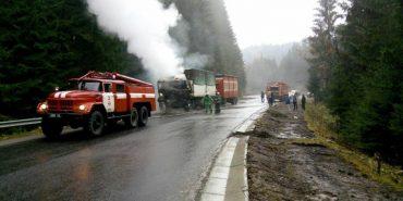 В Карпатах на перевалі горіла вантажівка. ФОТО