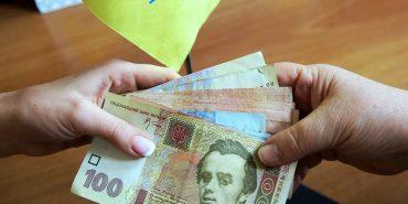 На Прикарпатті поштарка обікрала пенсіонерів на 50 тис. грн і втекла закордон