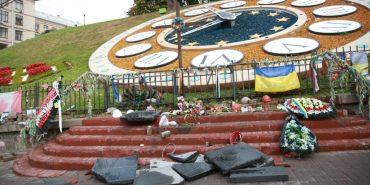 До 3 років тюрми загрожує чоловіку, який у Києві розтрощив пам'ятник героям Небесної сотні