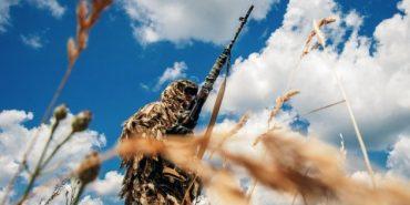 Більше половини українців готові зі зброєю захищати цілісність України
