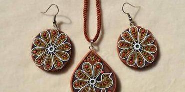 У Коломиї вчитимуть, як виготовити прикраси з глини для жінок. АНОНС