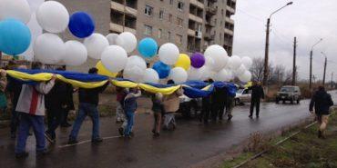 """У небі над """"ДНР"""" розгорнули гігантський прапор України. ФОТО"""