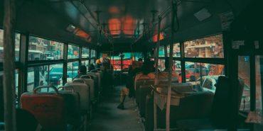 Вчений пояснив, чому не варто поступатися старшим місцем у транспорті