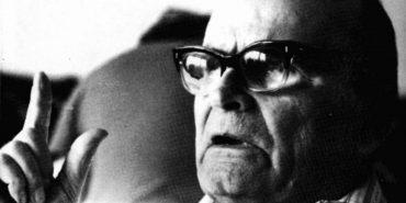"""Коломийський музей отримав із США збірку праць автора пісні """"Пливе кача"""""""