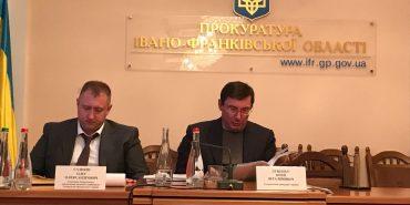 Луценко на Прикарпатті назвав роботу прокуратури незадовільною щодо незаконних вирубок лісу