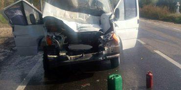 З'явилися фото з ДТП на Франківщині, в якій автомобіль врізався в автопоїзд