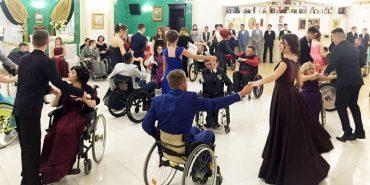 На Прикарпатті провели бал для людей з обмеженими фізичними можливостями. ФОТО