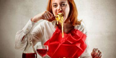 Вчені пояснили, чому ми хочемо їсти навіть тоді, коли ситі