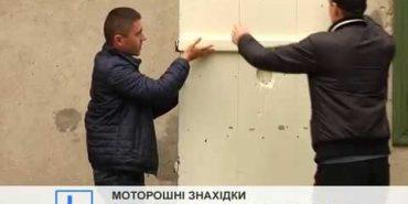 На Прикарпатті знайшли двері від карцеру із написами жертв НКВС. ВІДЕО