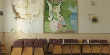 Потріскані стіни, діряві матраци, пліснявка: в яких умовах лікують малих прикарпатців. ВІДЕО