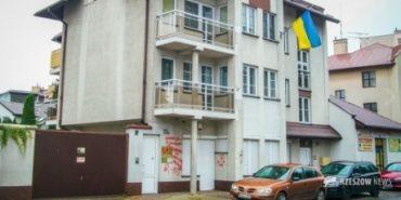 У польському Жешуві розмалювали антиукраїнськими написами будівлю українського консульства. ФОТО