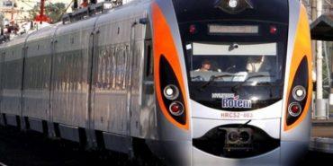 """З потяга """"Перемишль-Київ"""" за гучні гуляння висадили 30 пасажирів"""