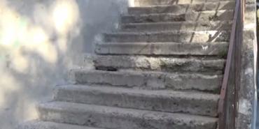 На Франківщині чоловік впав зі сходів і вбився