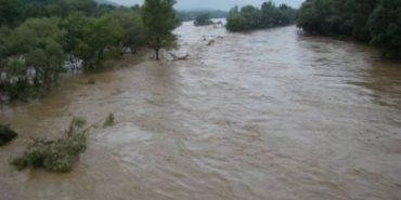 На річках Прикарпаття очікується підйом води: оголошено штормове попередження