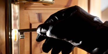 На Франківщині господар затримав у помешканні злодія
