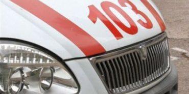 """На Франківщині """"швидка"""", яка транспортувала хворого, застрягла у багнюці – витягали рятувальники"""