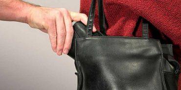 На Прикарпатті затримали кишенькового злодія, який поцупив у пасажирки маршрутки 5 тис. грн