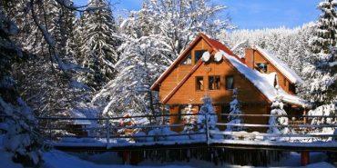 Шахраї пропонують туристам орендувати в Карпатах неіснуючі будинки