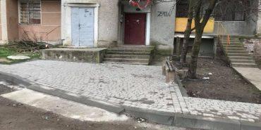 Журналіст радить коломийським депутатам не дякувати один одному за ремонт дороги біля двох під'їздів. ФОТО