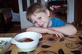 Маленькому хлопчику з Прикарпаття потрібна допомога, щоб повернути слух