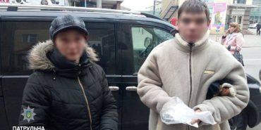 На Прикарпатті жінка викрала у львів'янина паспорт і змушувала його жебракувати