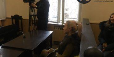 В Івано-Франківську проходить засідання у справі скандальновідомої білявки Михайлової