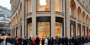 Люди у всьому світі стоять у чергах за новим IPhone X