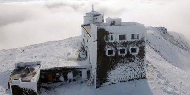 У мережі показали дивовижні світлини засніженої обсерваторії на горі Піп Іван