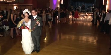 У США на весіллі молодята з гостями станцювали запальну коломийку. ВІДЕО