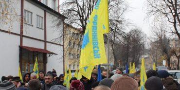 """На Прикарпатті """"євробляхи"""" заявляють про переслідування. У поліції все спростовують"""