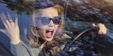 Норвезькі науковці переконують – жінки за 30 найуважніші водії
