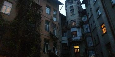 На Прикарпатті обвалився балкон. ФОТОФАКТ