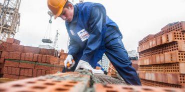 Стало відомо, скільки заробляють у Польщі представники будівельних професій