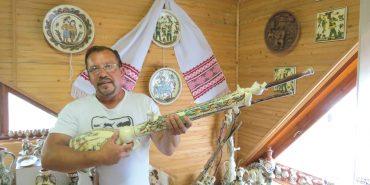 Керамічні вироби майстра з Гуцульщини прикрашають домiвки не лише українцiв, а й iноземцiв. ФОТО