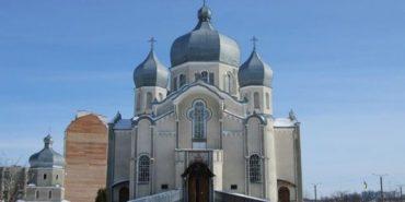 На Прикарпатті шахраї від імені церкви збирають благодійні внески