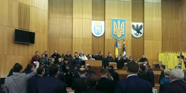 На сесії обласної ради влаштували штовханину з поліцією. Деталі інциденту