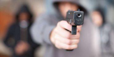 У нічному клубі в Коломиї влаштували розбірки зі стріляниною через дівчину. Її доставили в лікарню