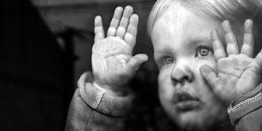 На Прикарпатті у жінки правоохоронці забрали двох дітей через недогляд
