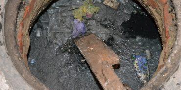 На Франківщині в каналізаційному колодязі виявили тіло жінки