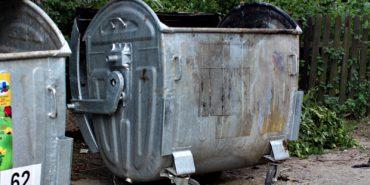 На Прикарпатті чоловік випав з контейнера, коли комунальники вивантажували сміття
