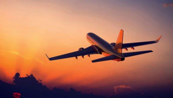 Близько 300 українців застрягли в аеропорту Таїланду