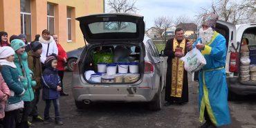 Волонтери з Коломийщини повезли на передову три тонни подарунків. ВІДЕО