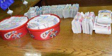 Мешканці Франківщини намагалися вивезти за кордон велику суму незадекларованої валюти. ФОТО+ВІДЕО