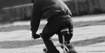 На Коломийщині раніше судимий молодик відібрав у односельця велосипед – зловмисника розшукує поліція