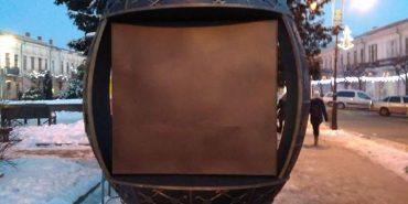 У середмісті Коломиї встановили ковану писанку для розміщення реклами. ФОТОФАКТ