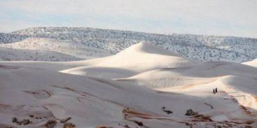 У пустелі Сахара другий рік поспіль випав сніг. ФОТО