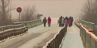 На Коломийщині діти долають вісім кілометрів через ліс та аварійний міст до школи. ВІДЕО