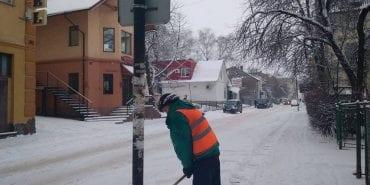 Коломийським підприємцям нагадують про очищення тротуарів від снігу біля магазинів і установ