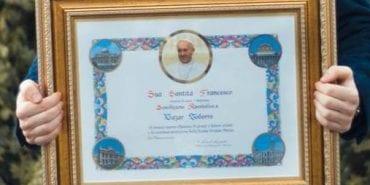 Доброчинець з Коломиї отримав грамоту від Папи Римського. ФОТО